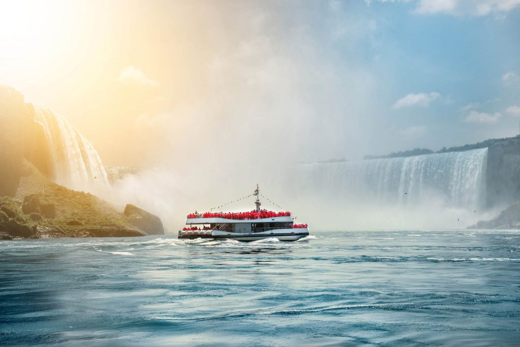 Niagara Falls boat tours attraction for tourists